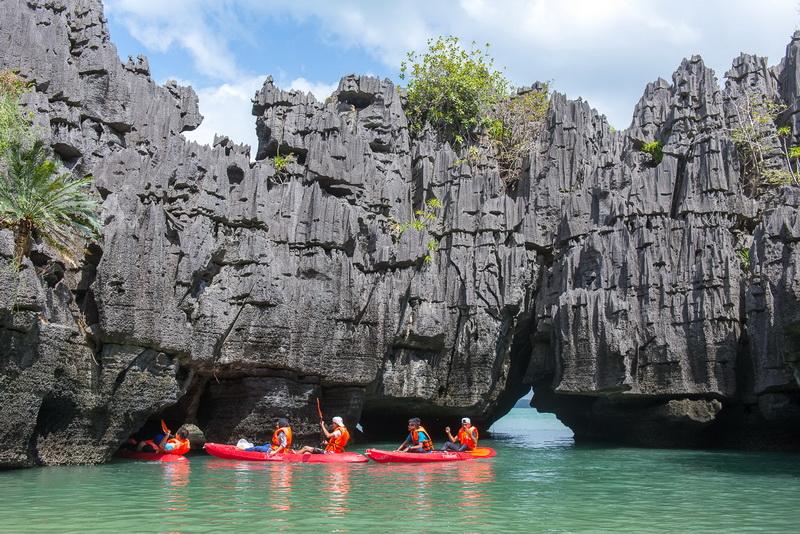 เกาะเขาใหญ่ ปราสาทหินพันยอด จ.สตูล